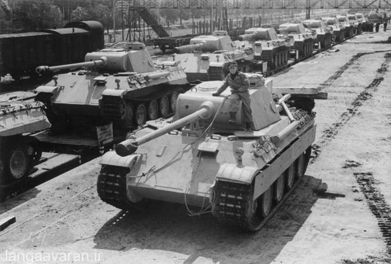تعدادی از تانکهای پانتر در حال اعضام به میدان نبرد در شوروی با قطار.اگر چه این تانک مشکلات عدده فنی داشت ولی همراه سرعت گیر تمامی عملیات های شوروی در جبهه شرق بود