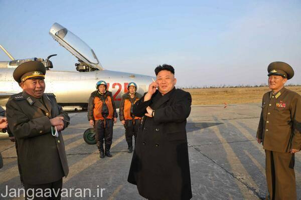 رهبر جوان کره شمالی در کنار میگ 21 اف13 اولین نسخه تولید انبوه میگ21 که تنها در کره شمالی عملیاتی است
