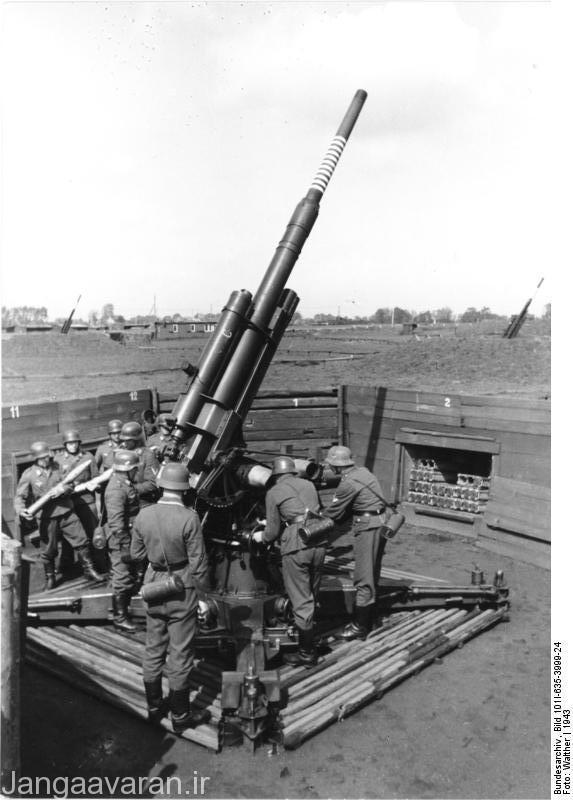 توپ محبوب و  مشهور فلگ88 که در واقع یک توپ ضد تانک بود تا یک توپ دفاع هوایی،این گونه توپ ها برای انهدام بمب افکنهای در ارتفاع  متوسط تا بالا با گلوله های چاشنی انفجار مجاورتی  مورد استفاده  قرار میگرفتند و بعد از جنگ جای این  گونه توپها  را موشک های سام گرفت.