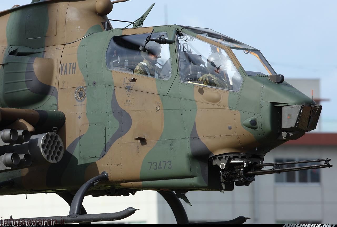 AH-1S کبرا متعلق به نیروی زمینی ژاپن.در این تصویر توپ 3 لول 20 میلیمتری ام 197 که توپ استاندرد تمامی مدلهای کبرا از دهه 1980 به بعد بود دیده میشود .همچنین راکت انداز هایدرا در تصویر به خوبی مشخص است.