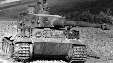 یک تایگر غنیمتی گرفته شده توسط نیروهای امریکا در تونس.هنگامی که امریکا برای اولین بار تایگر را دیدند متوجه شدند که تانک هایشان تنها اهن پاره به حساب می اید