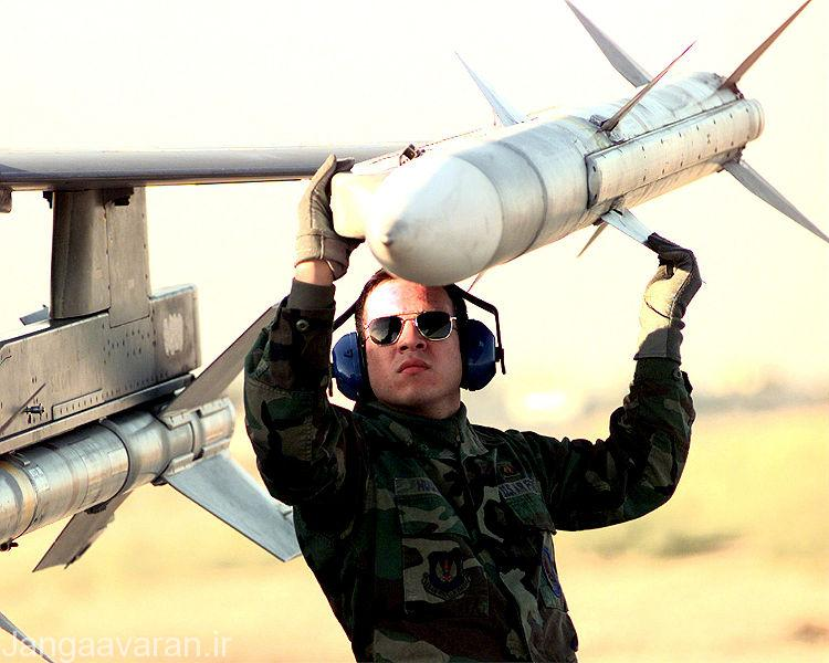 750px-AIM-120_AMRAAM