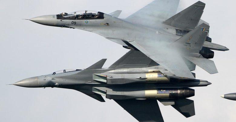 سوخوی30 ام کا ام نیروی هوای مالزی . این نمونه نزدیکترین نسخه به سوخوی30 هندی ها است ولی بدون خروجی متغیر