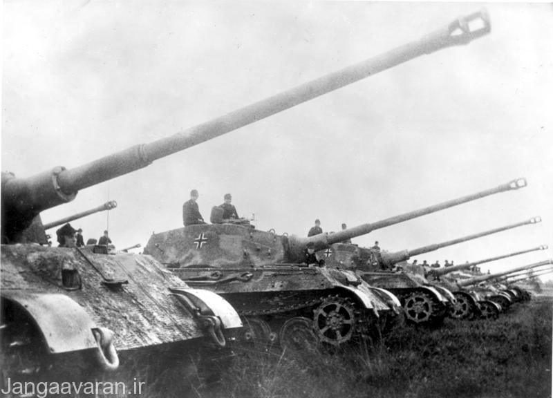 تایگر2 دو نشان داد در هر درگیری از هر فاصله ای بهترین تانک جنگ است.هیچ تانکی زرهی به میزان تایگر2 نداشت ولی تعدادش انقدر محدود بود خطوط دفاعی المانی ها را که از هر چهار جهت در حال عقب نشینی بود نمی توانست پوشش دهد.