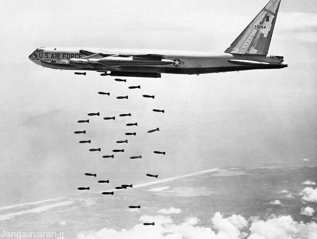 4-اولین حضور عملیاتی ب52 در یک جنگ به صورت متعارف در ویتنام بود.17 فروند ب52 بر اثر اتش موشک های سام سرنگون شدند.جالب اینکه توپچی عقب ب52 در ویتنام دو میگ21 را در هنگام تعقیب و نزدیک شدن به ب52 سرنگون کردند .