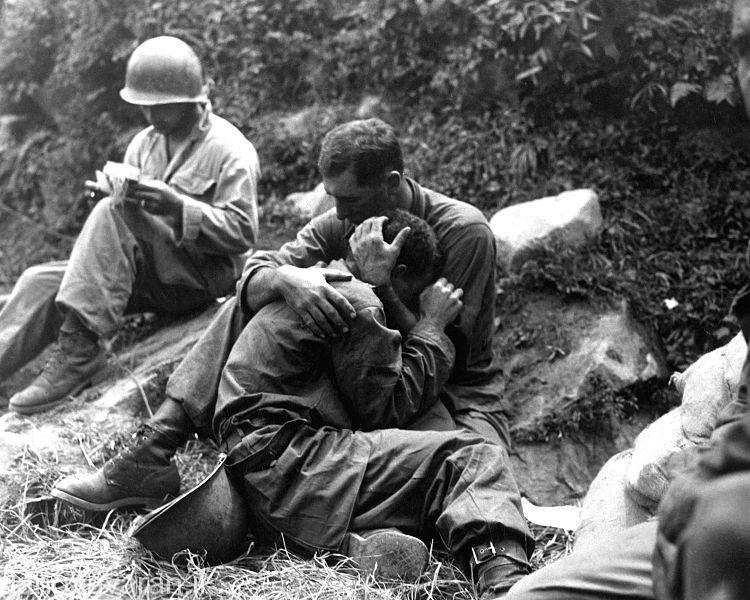 سربازان امریکای خسته و درمانده از شکست در برابر ارتش کمونیست.و غرور و خود بزرگبینی انها باعث شکست شد