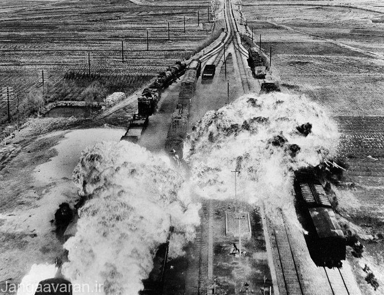 تصویری از حمله هوایی به قطار های  کره  شمالی توسط ارتش امریکا. با به دست گرفتن برتری هوایی توسط غربی ها  کار کمونیستها بسیار سخت شد