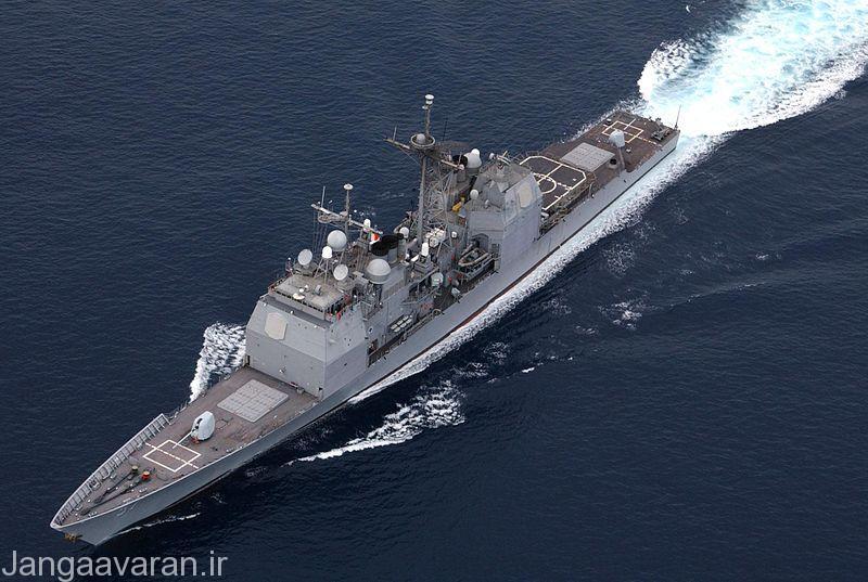 رزم ناو -USS Lake Champlain از کلاس تیکانداراگو که در تصویر به خوبی سلول های پرتاب موشکها مشخص است