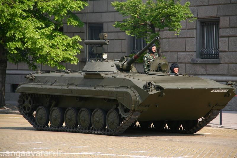بی ام پی 1 پی ارتش بلغارستان مسلح به موشک ضد تانک هدایت نیم خودکار ای تی 4