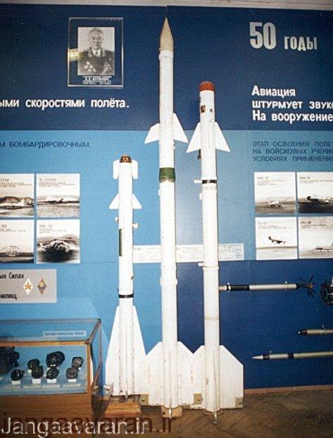 از چپ به راست . موشک ار60 ،نسخه هدایت رادار نیم فعال ار13 و نسخه فروسرخ ار13 ام