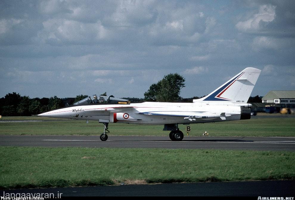 تصویری رافال نسخه A. این مدل مجهز به موتور اف404 امریکایی بود