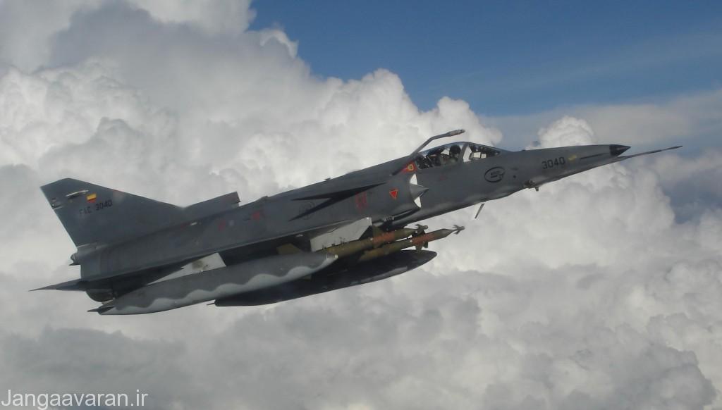 کفیر سی7  ارتش کلمبیا  مسلح به دو بمب هدایت لیزری