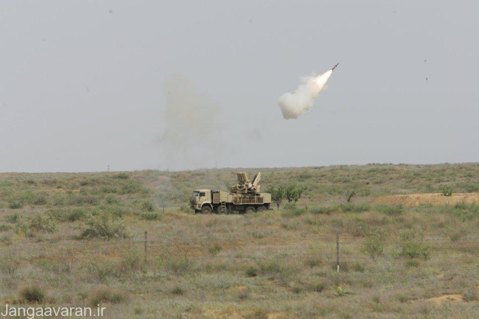 پانتسیر در حال شلیک موشک