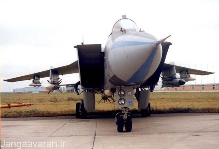 میگ 31 مسلح به موشک ار 77 و موشک ضد رادار خا 31 پی در زیر بال و ار 77 در زیر بدنه