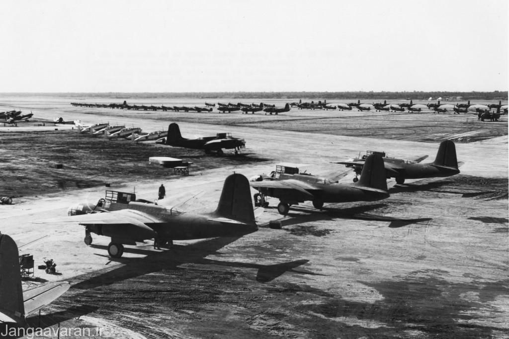 ایران فرودگاه آبادان سال 1942(1321) هواپیماهای آمریکایی منتظر ارسال به شوروی ؛ هواپیماهای ارسالی آمریکا به شوروی عمدتاً شامل هواپیماهای P-40 ، P-39 ، A-20، B-25 و AT-6 بود.