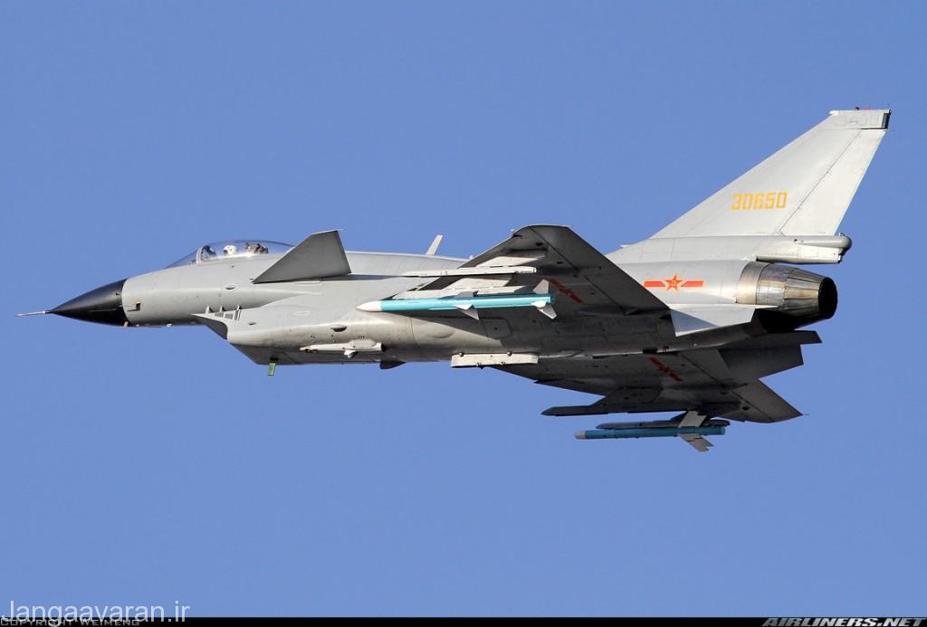 جی10 در این تصویر مجهز به موتور ای ال 31 روسی و موشک رادار فعال پی ال 12 زیر بال سمت چپ