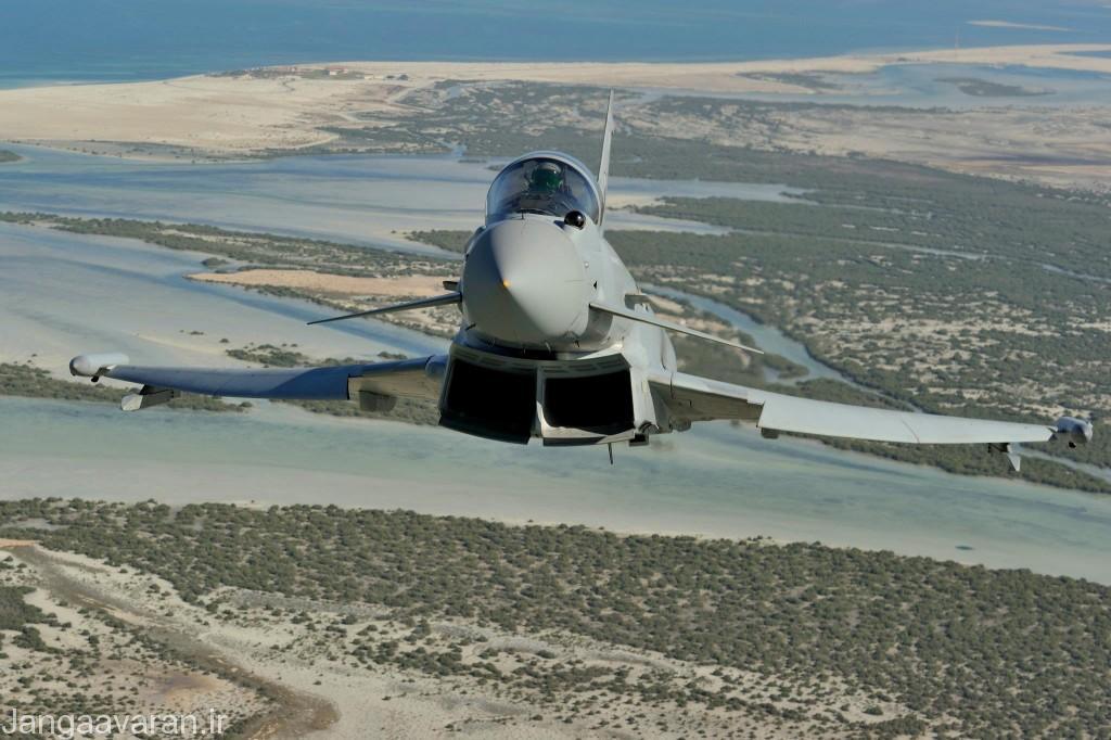 در این تصویر بر روی دماغه به خوبی سامانه کاونده تصویر بردار فروسرخ در جلوی شیشه کابین خلبان مشخص است