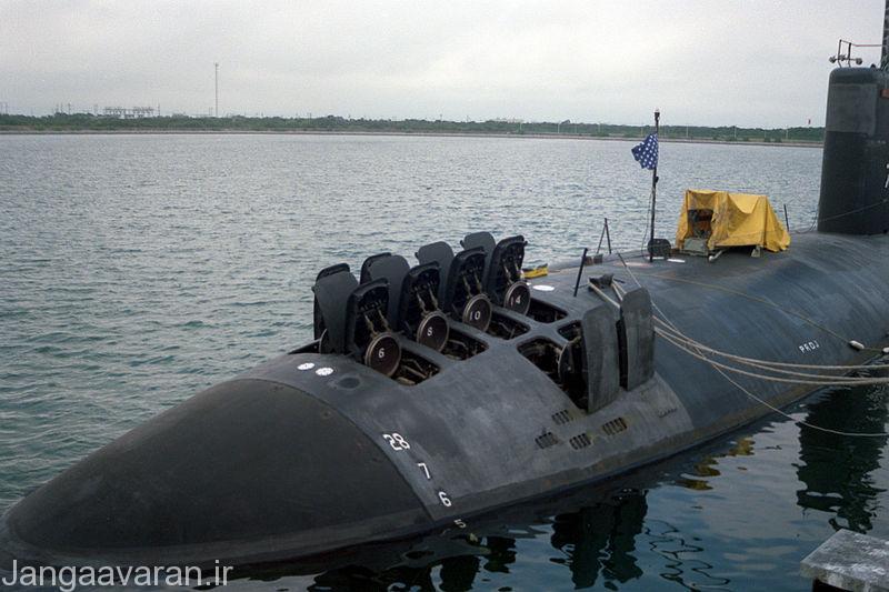800px-USS_Santa_Fe_(SSN-763)_VLS_doors_open