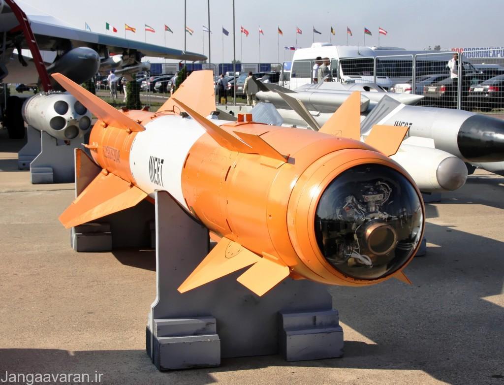 خا 29 نسخه تمرینی نسخه خا 29 تی. در تصویر دوربین سر موشک زیر روپوش شیشه ای مشخص است