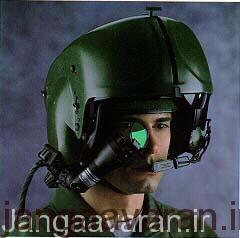 کلاه پروازی و چشمی ان که تصاویر سامانه دید حرارتی جلوی بالگرد را در اختیار خدمه قرار میدهد