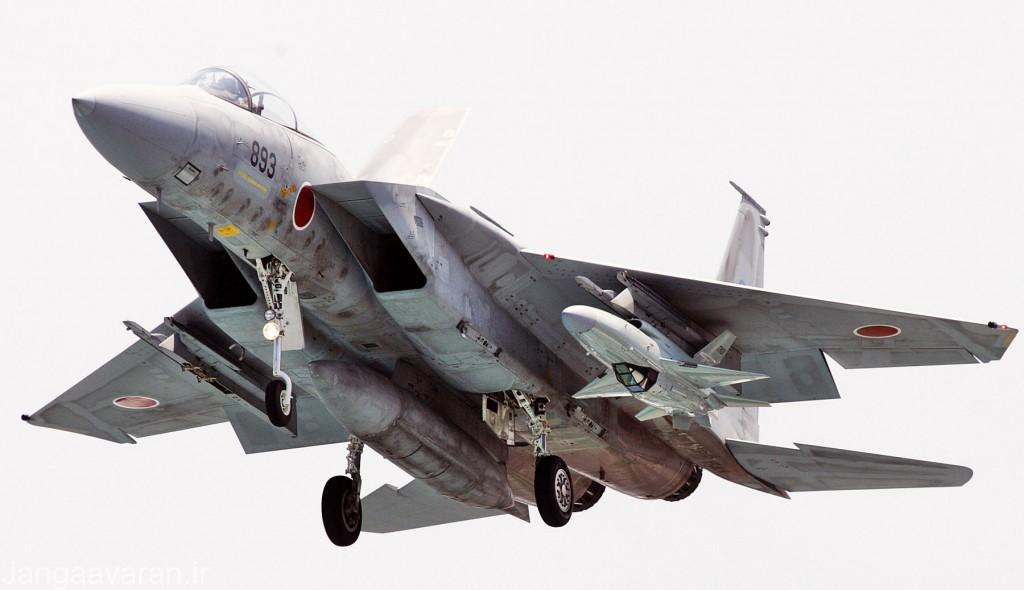 جنگنده F-15J و پهپاد TACOM