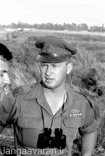 ژنرال اسحاق رابین رئیس ستاد مشترک اسرائیل.وی بعدها نخست وزیر اسرائیل شد و توسط یهودیان افراطی درسال 1995 ترر شد.