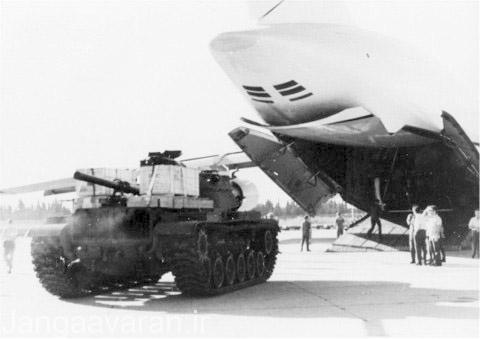 طی عملیات نیکل هواپیمای ترابری استراتژیک سی5 گلاکسی در حال پیاده کردن یک تانک ام60 در اسرائیل است.
