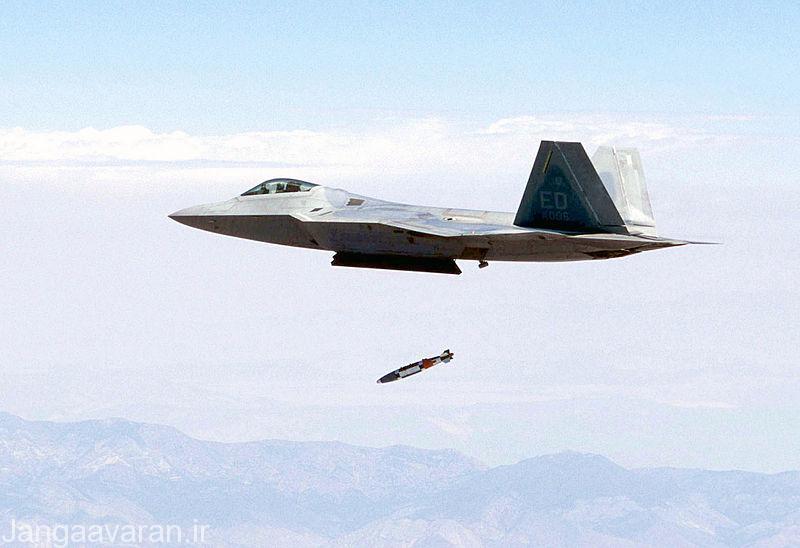 اف22 در حال پرتاب بمب هدایت ماهواره ای جی بی یو32
