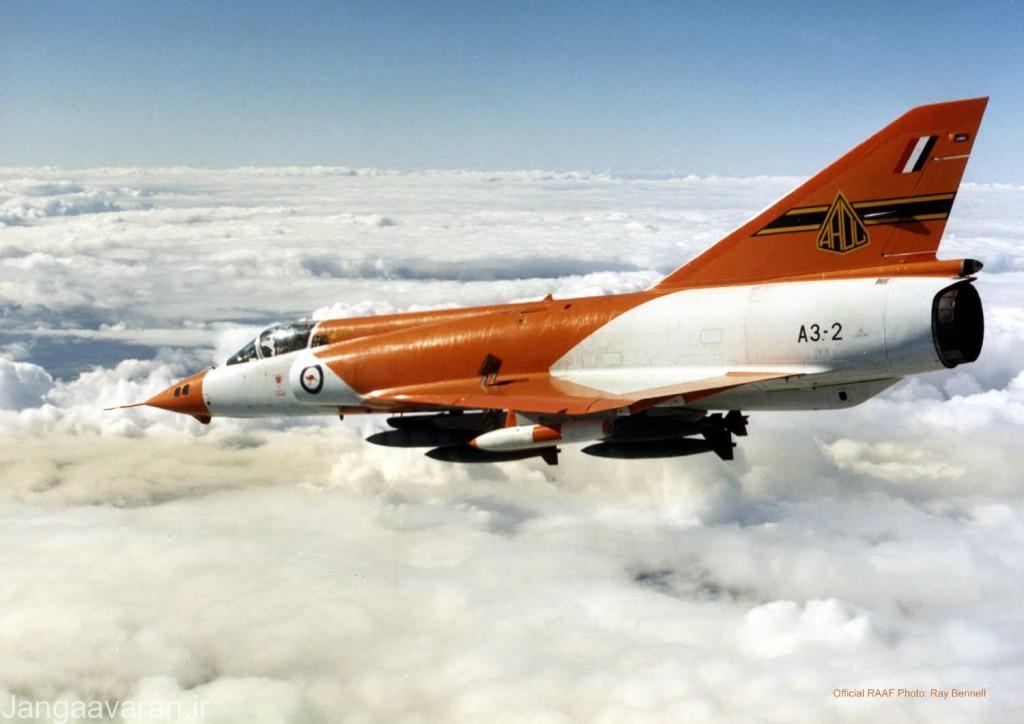 میراز 3 O ارتش استرالیا و شش بمب 225 کیلوگرمی زیر بدنه