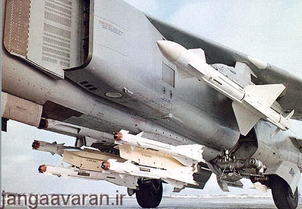 تصویری از موشک ار 23 زیر بال و موشک ار 60 زیر بدنه. این دو سلاح برای میگ23 طراحی شده بود