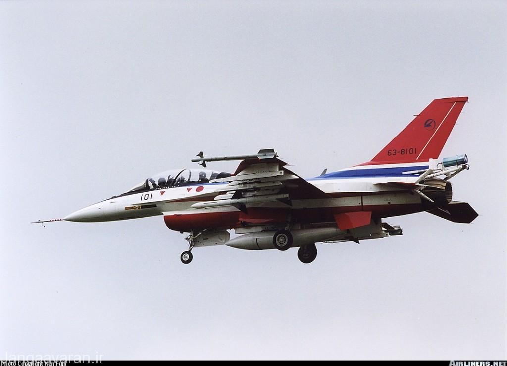 تصویر از ایکس اف2 بی یک از پیش نمونه های اف2 در تصویر مجهز به اسپارو. از سال 2005 اسپارو جای خود را به موشک بومی ای ای ام4 داد