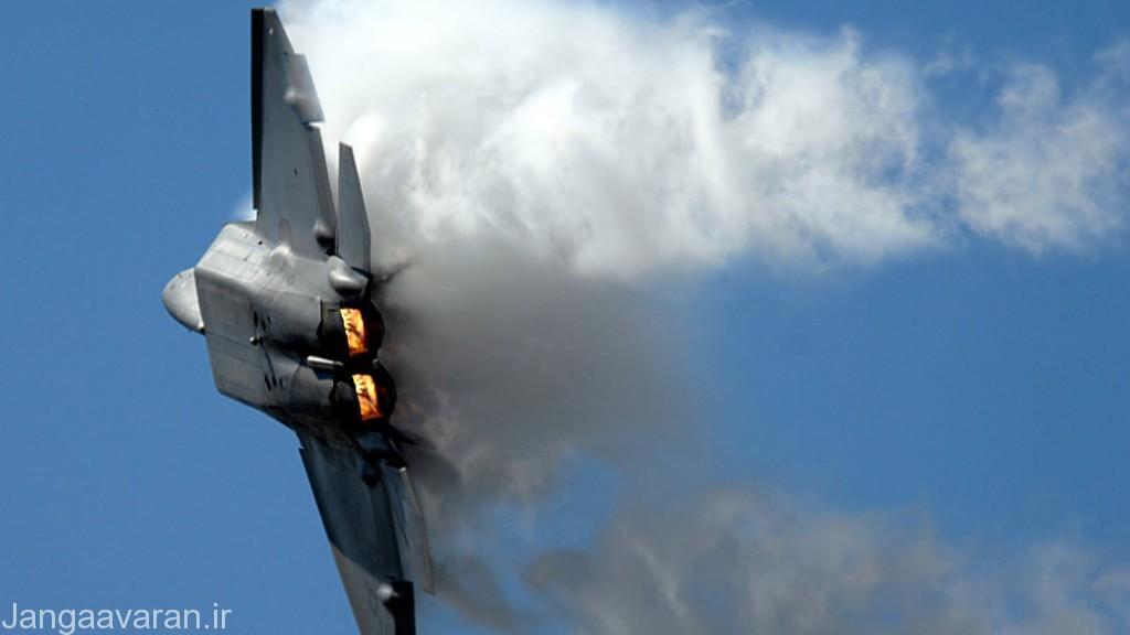 یک جنگنده اف-22 (رپتور), با توجه به سطح مقطع راداری بسیار پایین رپتور و بمب افکن بی-2 نباید انتظار داشت تا سامانه های پدافندی در چند دهه پیش رو بتوانند منطقه امنی را در برابر آنها ایجاد کنند.