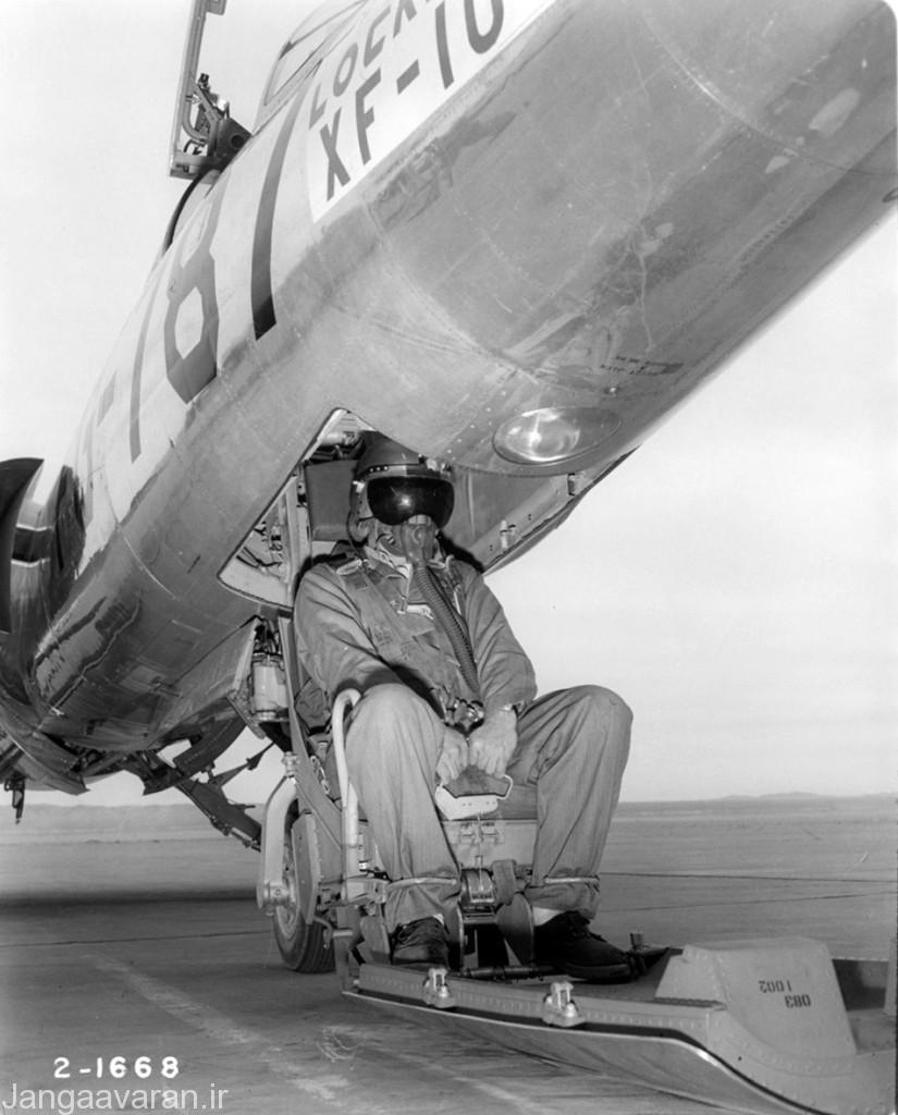 صندلی  پرتاب شونده رو به پایین در اف104 ای(A)