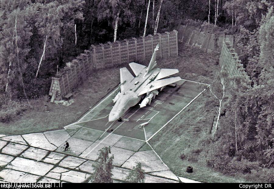 یک فروند سوخو-24 در پایگاه ولزو