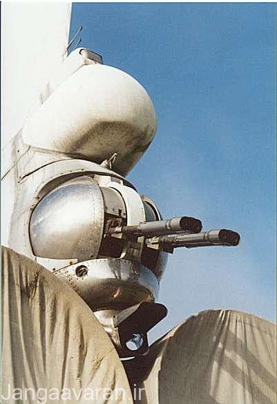 تصویری از دو توپ دو لول 23 م م دفاعی عقب..در این تصویر به خوبی بالای توپ محفه نیم کروی رادار و در پایین ان دوربین اپتیک را میتوان دید. تصویر متعلق به بک فایر بی است