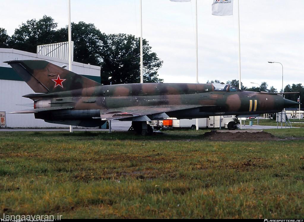 میگ21 اس ام تی. به برامدگی پشت جنگنده دقت کنید