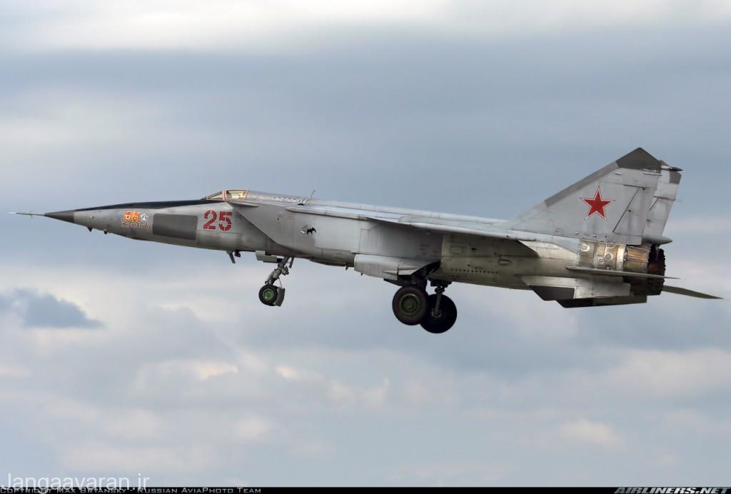 میگ25 ار بی اس اچ  . این نسخه که همچنان در خدمت ارتش روسیه است مجهز به  رادار روزنه ساختگی برای نقشه برداری از سطح زمین به صورت پهلونگر است