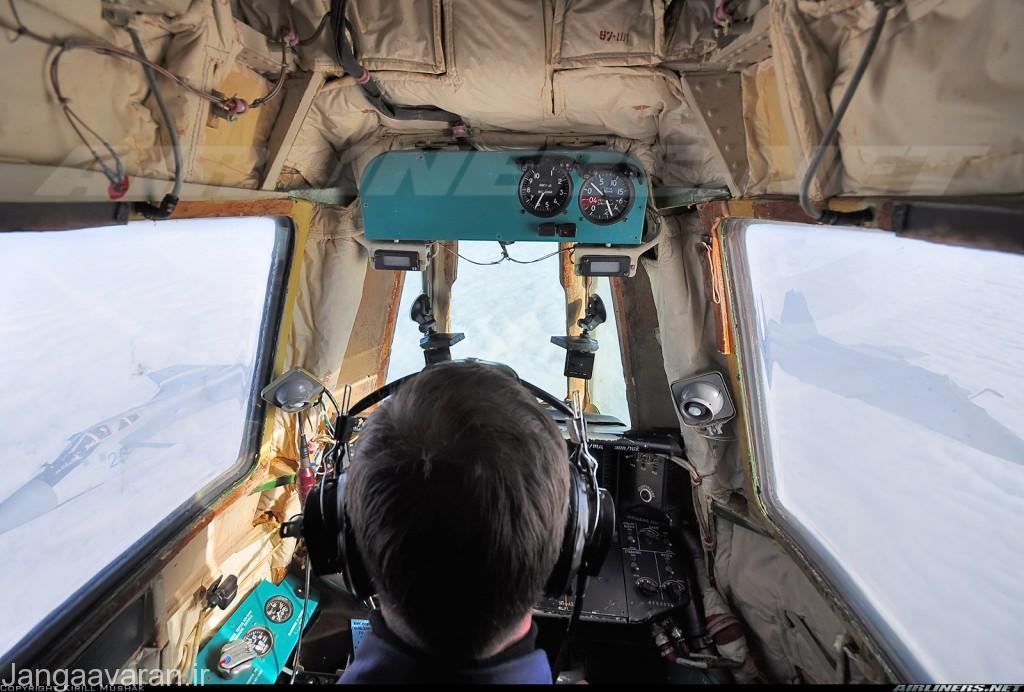 تصویر از جایگاه اپراتور سوخت رسان مادیوس . در تصویر دو میگ31 در حال نزدیک شدن برای سوختگیری است