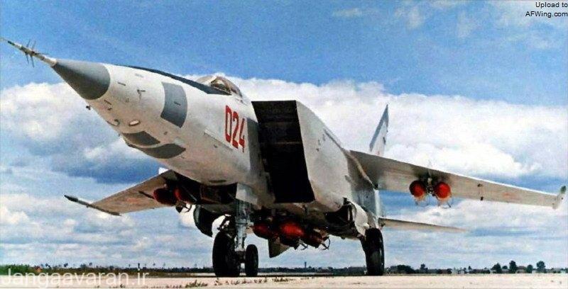 یکی از پیش نمونه های میگ25 ار  که به ار بی  تبدیل شده و مسلح به بمب های 500 کیلوگرمی است