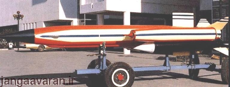 سی 101. در تصویر در دو طرف موشک موتور های رم جت به خوبی مشخص هستند