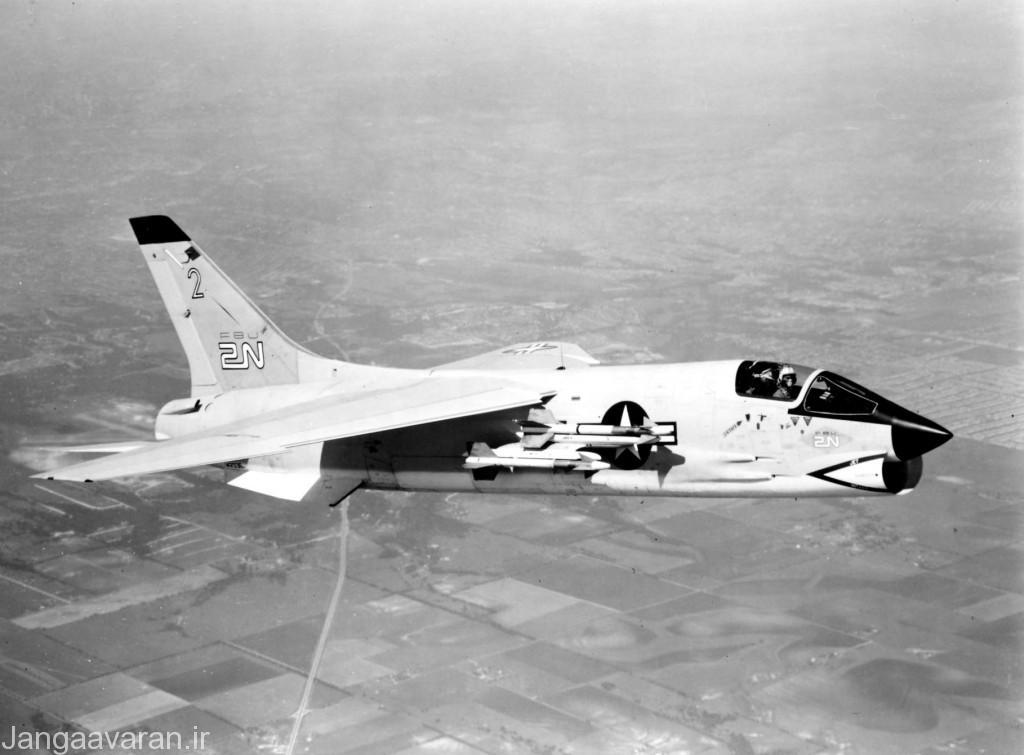اف-8دی ..در تصویر به خوبی جایگاه دو تایی موشک سایندوندر مشخص است