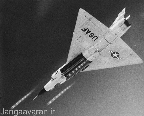 تصویر از باز شدن دریچه دهلیز داخلی اف102 و شلیک موشک فالکن