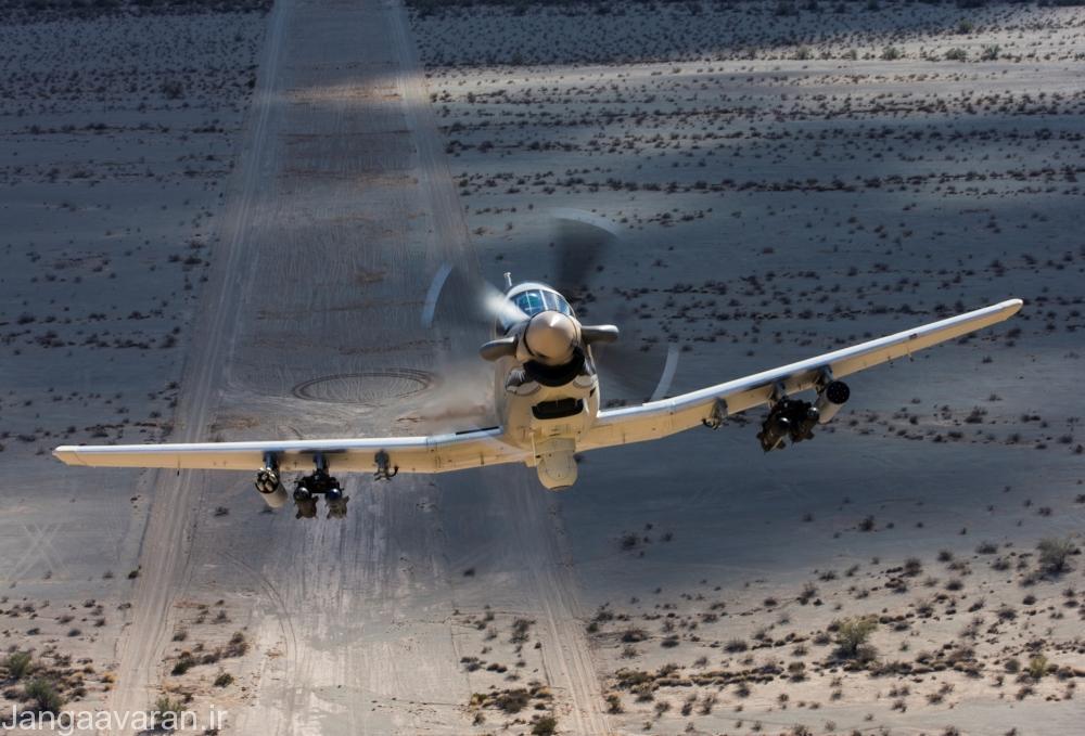 ای تی 6 مسلح به موشک هلفایر.در زیر بدنه سامانه نشان گذاری لیزری و دوربین حرارتی قابل دیدن است
