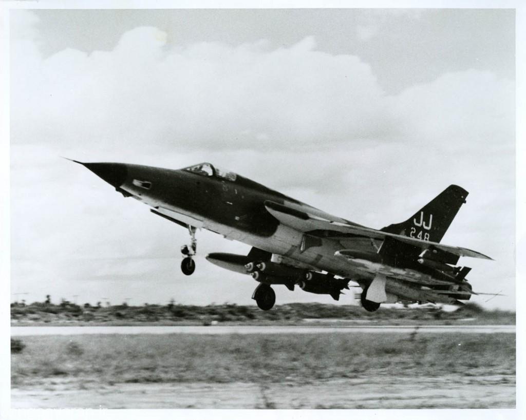 ترکیب متداول در ویتنام شش بمب ام117 و دو مخزن سوخت بود و گهگاه دو بمب مارک 82