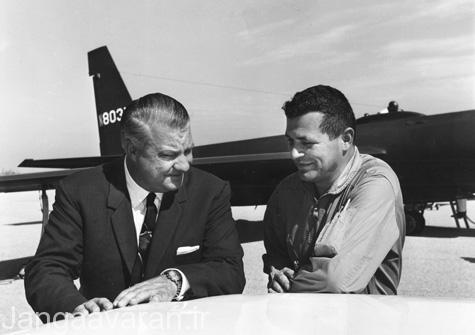 تصویری از دو مرد تاریخ ساز . کلی جانسون طراح یو 2 و گری پاورز خلبان یو2