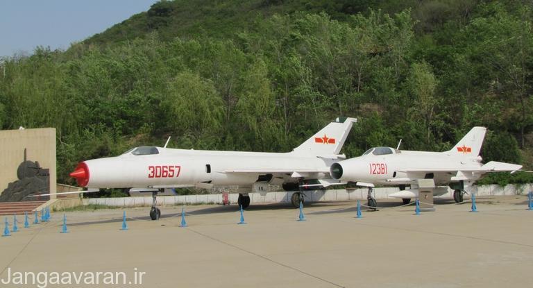 جی-8 و جی-7 .. در این تصویر به خوبی مشخص است که جی 8 نسخه بزرگتر و دو موتوره جی7 است