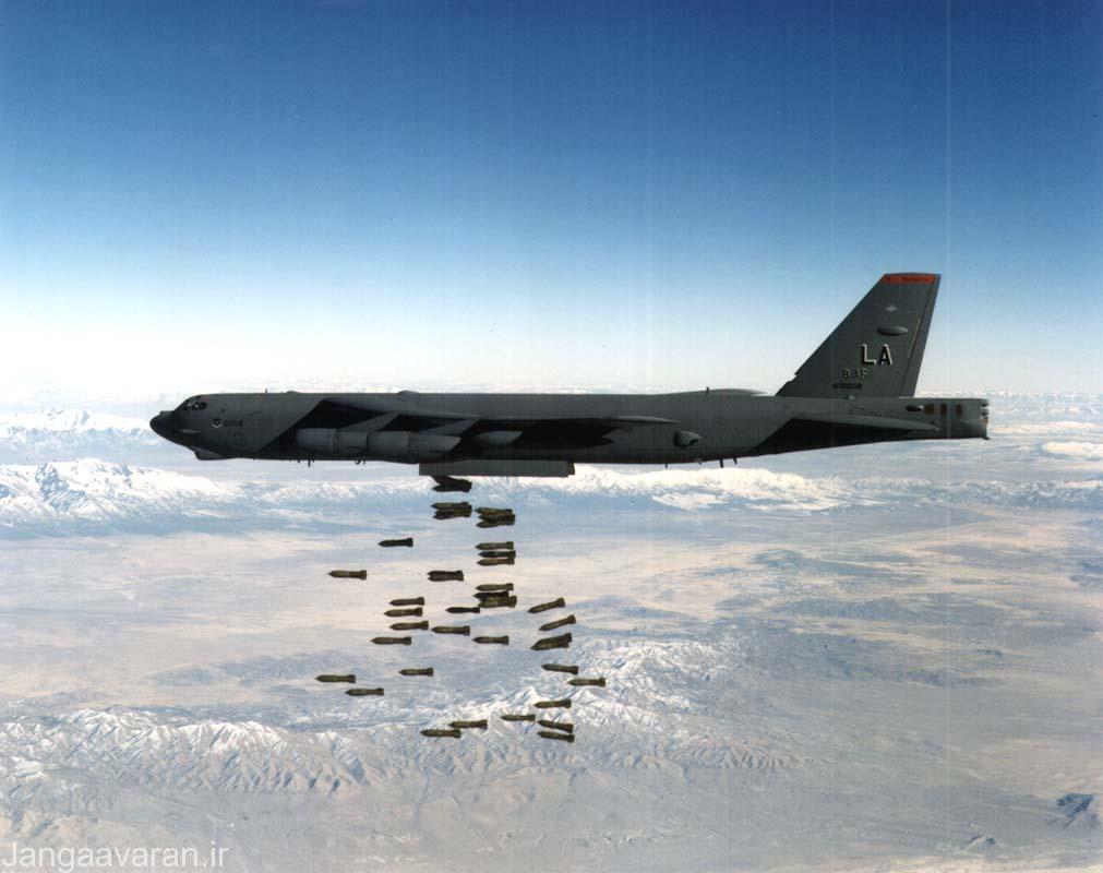 ب 52 در حال فروریخت بمب ام117