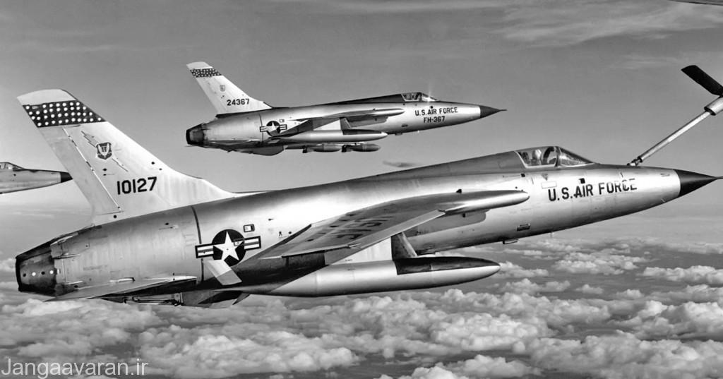 اف105 اولین جنگنده نیروی هوایی بود که با لوله تلسکوپی سوختگیری میکرد