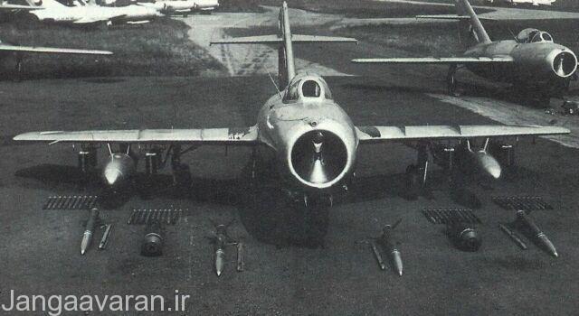 میگ15 ساخت چک. این نمونه مجهز به سه جایگاه در زیر هر بال بود و توان حمل بمب و راکت انداز بیشتری برای ایفای نقش جنگنده بمب افکن  داشت