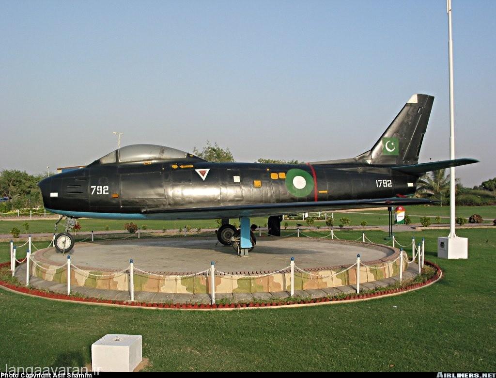اف86 در کانادا با نام سی ال 13 تولید شد. در تصویر یک سی ال 13 ارتش پاکستان را میتواندی ببنید که بعدها به صورت دست دوم تحویل این ارتش شد